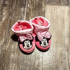 ✨4/$25✨NWOT Minnie Mouse house shoes
